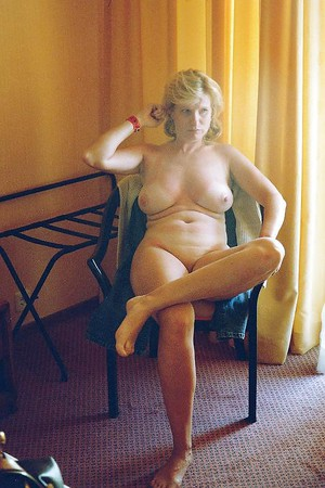 Amateur Housewife Naked Picture